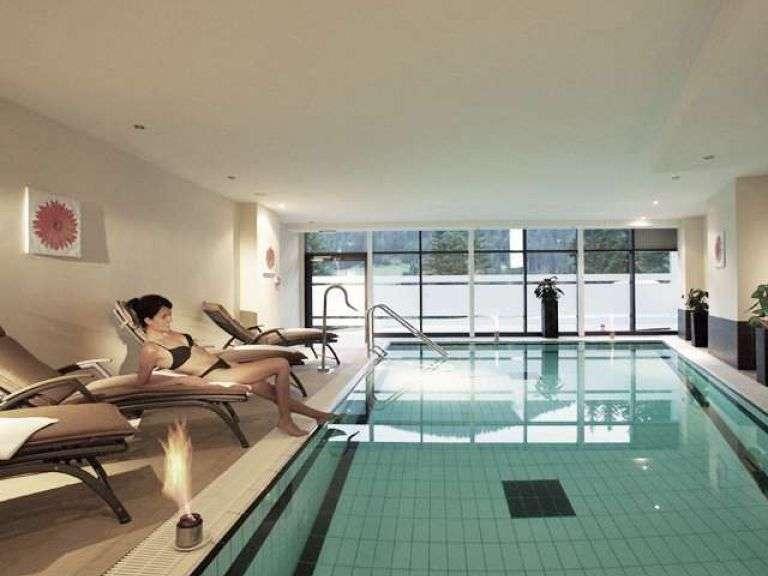 Das hoteleigene Schwimmbad